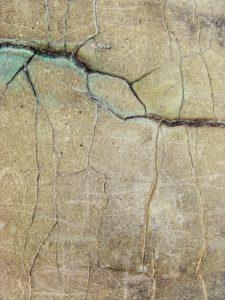 Fissures sur un mur